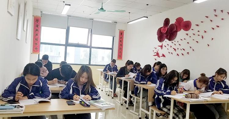 Sinh viên HIC Lớp K19A.NNNB.01 – Chia sẻ đam mê học tiếng Nhật
