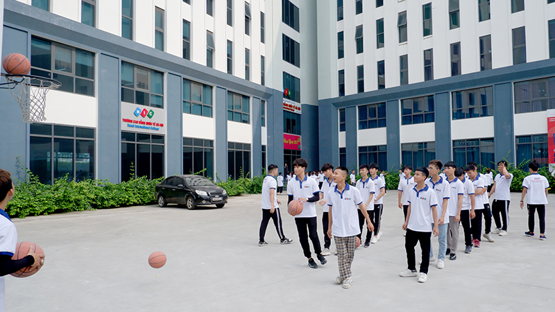 Chùm ảnh sinh viên Trường Cao đẳng Quốc tế Hà Nội trong giờ học Giáo dục thể chất